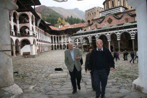 През октомври 2008 г. Арабаджиев лично заведе председателя на Съда в Люксембург Василиос Скурис в Рилския манастир.