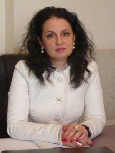 Адвокат Райна Аврамова-Еланджиева е родена през 1975г. Завършила е право и от  2000 г  е  адвокат към Софийска адвокатска колегия. Работи в сферата на:семейно и наследствено право, вещно право, облигационно право, обезпечения, трудово право, търговско право, право на юридическите лица с нестопанска цел и корпоративни клиенти пред всички инстанции. Член е на сдружението Асоциация на жените-адвокати. Владее английски и руски език.