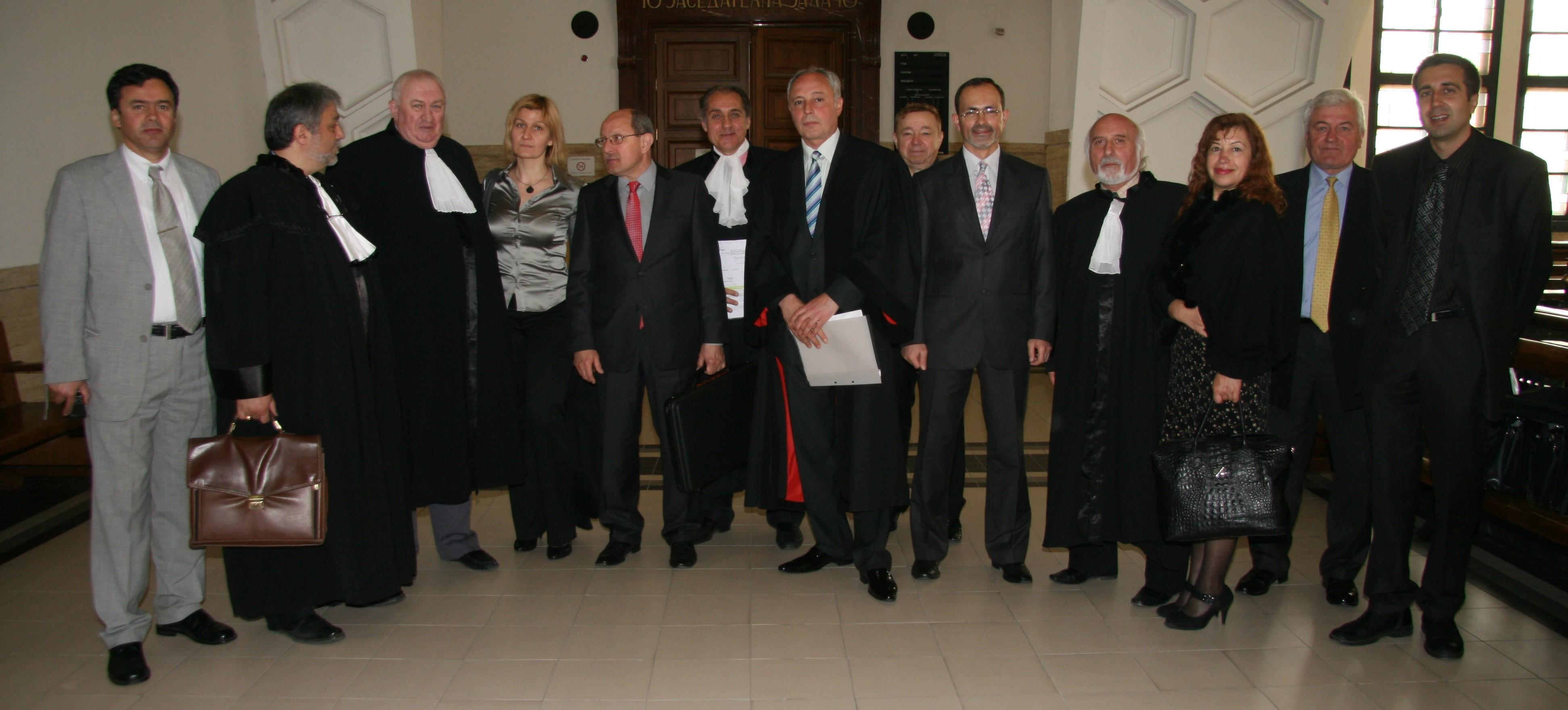 """Елитът на """"Адвокати За Промяна"""" през 2011 г. Днес конкуренцията за овладяване на властта в софийската адвокатура – а и на националната, са между съратниците на тази снимка. Аналогията с Реформаторския блок е излишна."""